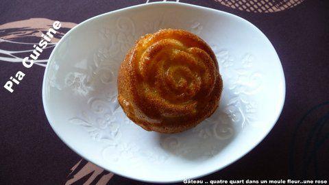 Gâteau Quatre quart dans moule silicone fleur ..une rose