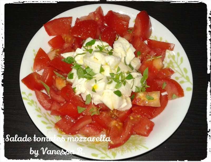 Salade de tomates mozzarella basilic les recettes de vanessa - Salade de tomates simple ...