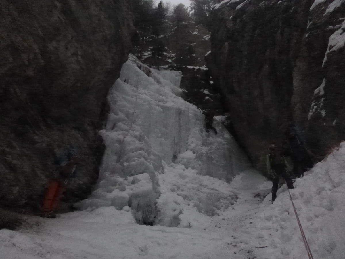 Des jeunes en cascade de glace !