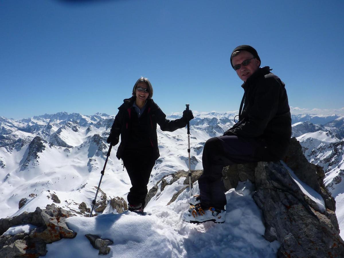 Nous parvenons au sommet par la combe sud du Pic des Chalanches.