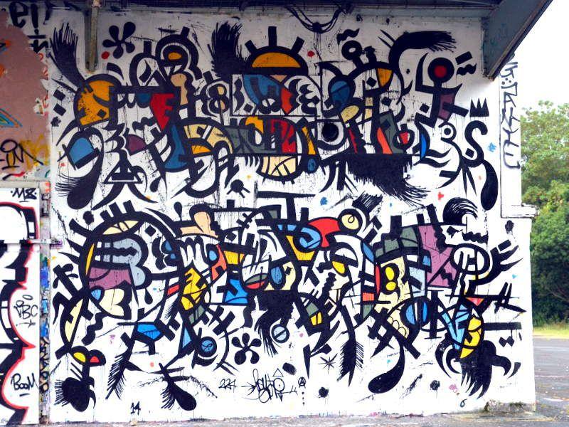 MURS  PEINTS  2...  ET   STREET   ART.