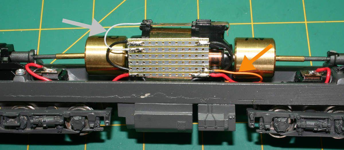 Recabler avec des fils de couleur sur une platine à 6 pistes  Souder le fils gris à la borne supérieure.