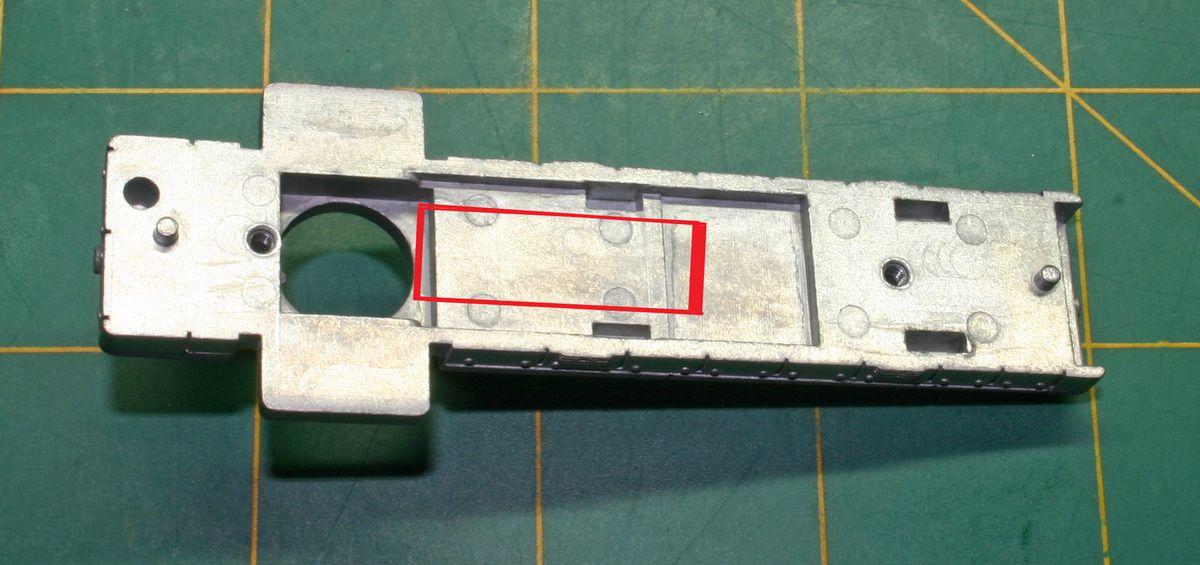 Partie a fraiser de 2 mm de profondeur pour le passage des fils du décodeur.