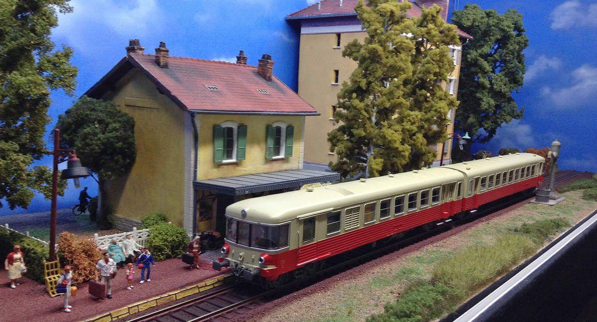 EAD X4309 entre en gare.