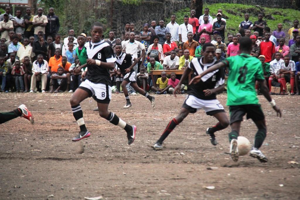 la fondation prince Mundenga au stade don  BOSCO NGANGY lors d'un tournois de football pendant les grandes vacances