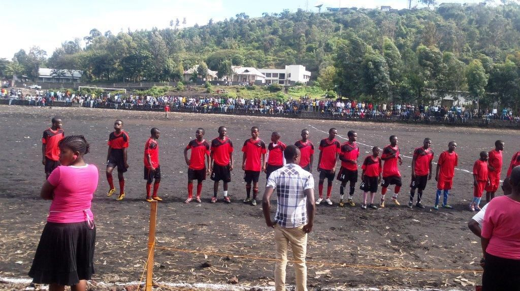 la fondation prince Mundenga lors d'une finale de football au stade AFIA DE GOMA