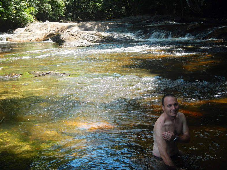 Que ça fait du bien de se rincer dans l'eau courante après des heures de transpiration