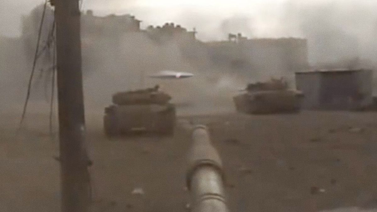 Multiple UFOS attack Syrian tanks in Latakia !!! Intense firefight ! May 2014