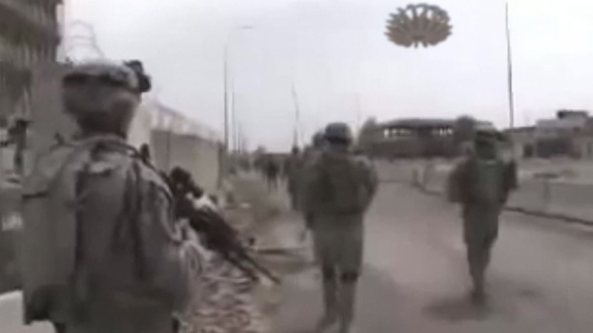 Pictures of US MARINES patrolling with strange UFO over their heads in IRAQ !!! Alien allies ? Jan 2013