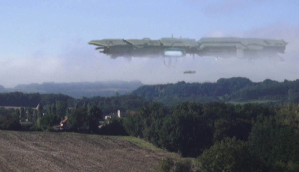 GIANT UFO MOTHERSHIP CAPTURED OVER A VILLAGE IN FRANCE !!! July 2013