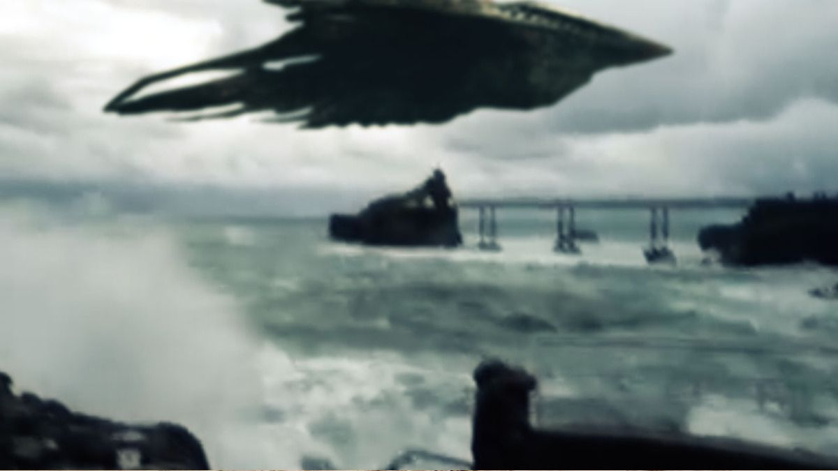 STRANGE UFO FILMED OVER SEA in IRELAND !!! SCARY ! Nov 2014