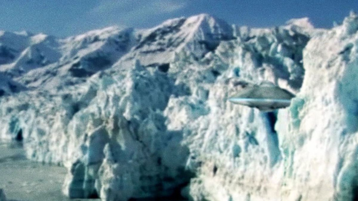 UFO CAUGHT ON CAMERA during mission in ANTARCTICA !!! Sept 2014