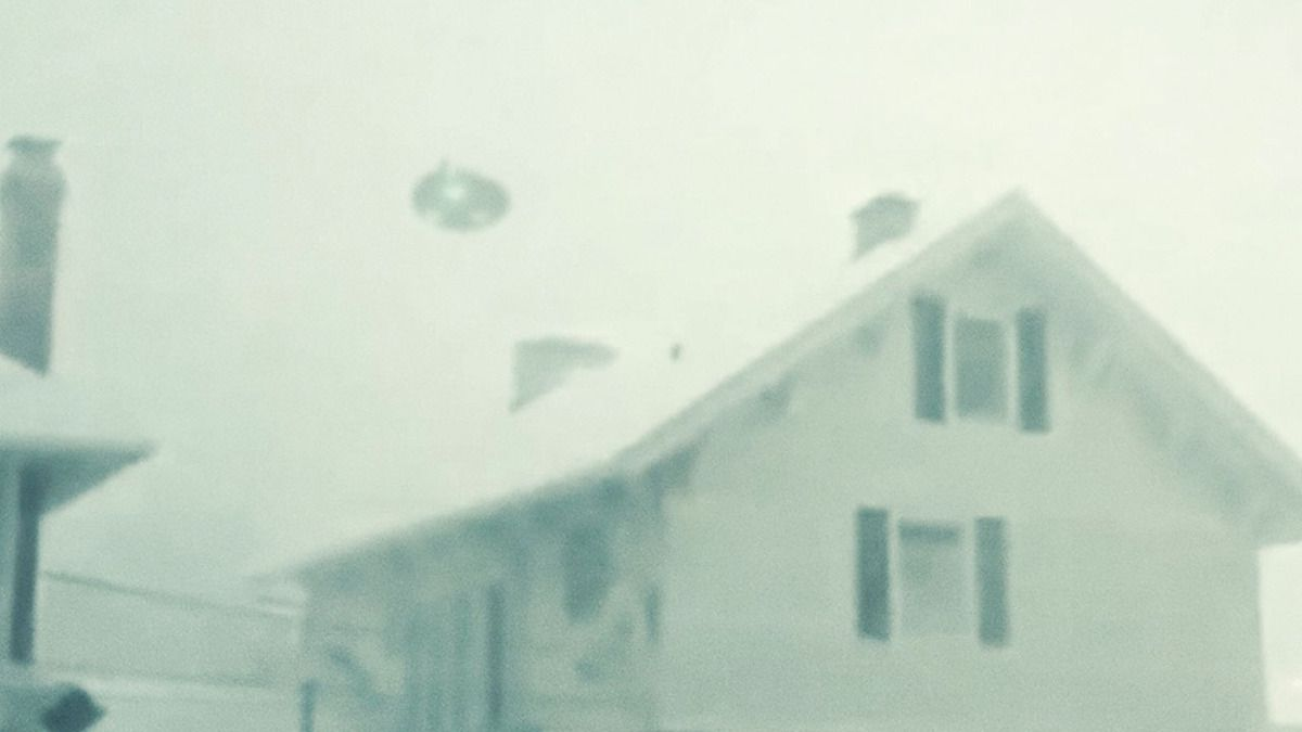 UFO CAUGHT ON CAMERA during SNOW STORM in BUFFALO USA !!! Nov 2014