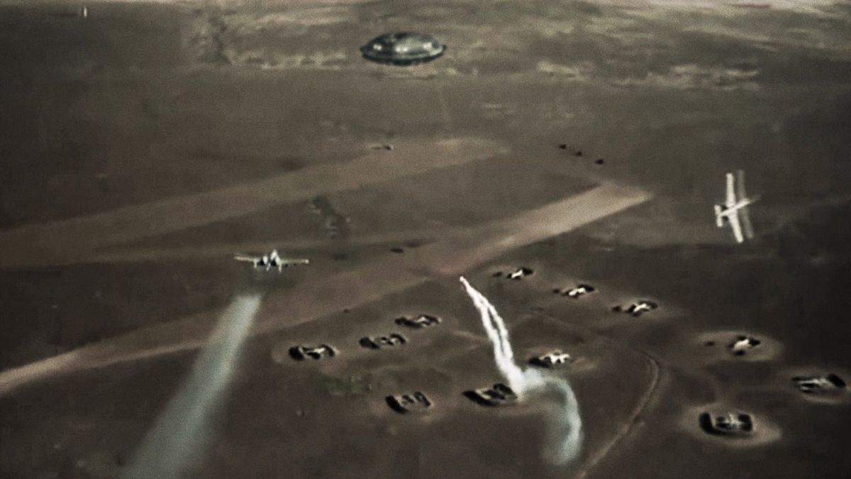 US jet fighters engaging massive UFO in IRAQ !!! Dec 2014