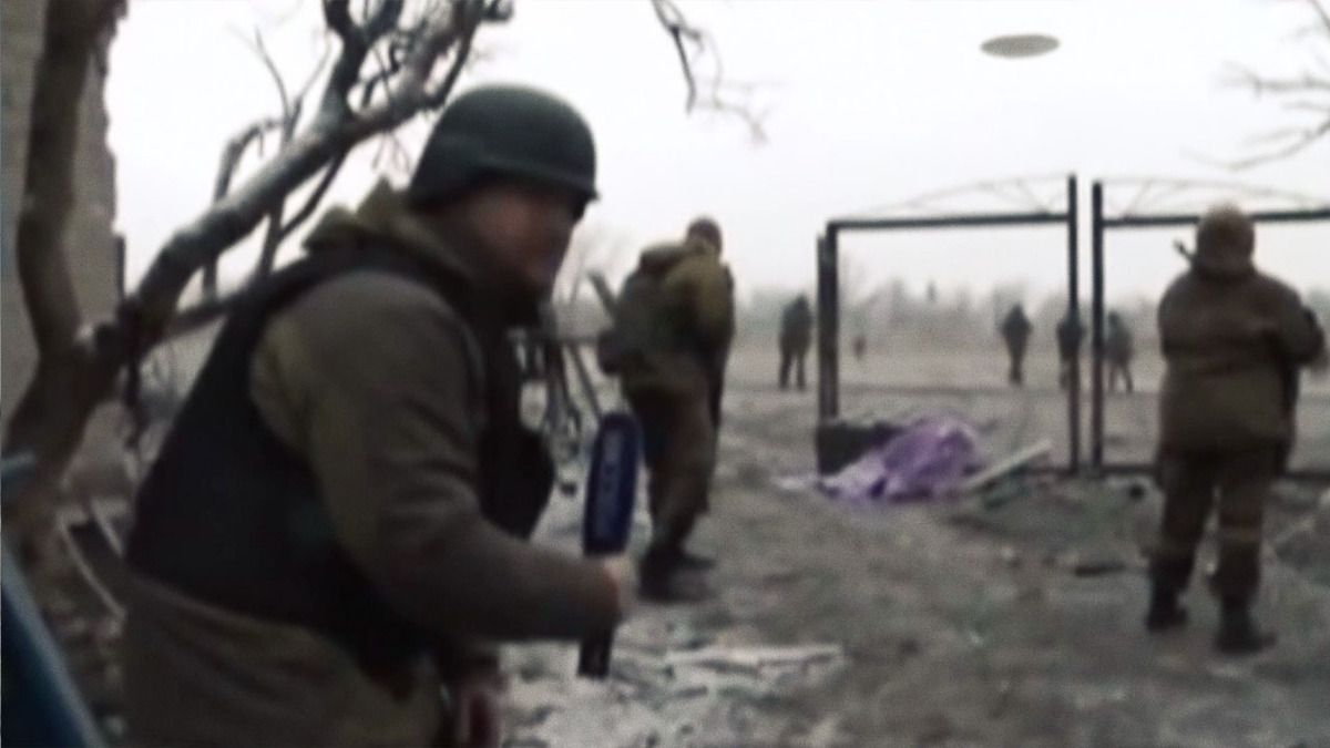UFO filmed by Russian soldiers and journalist in Debaltseve UKRAINE !!! Feb 2015