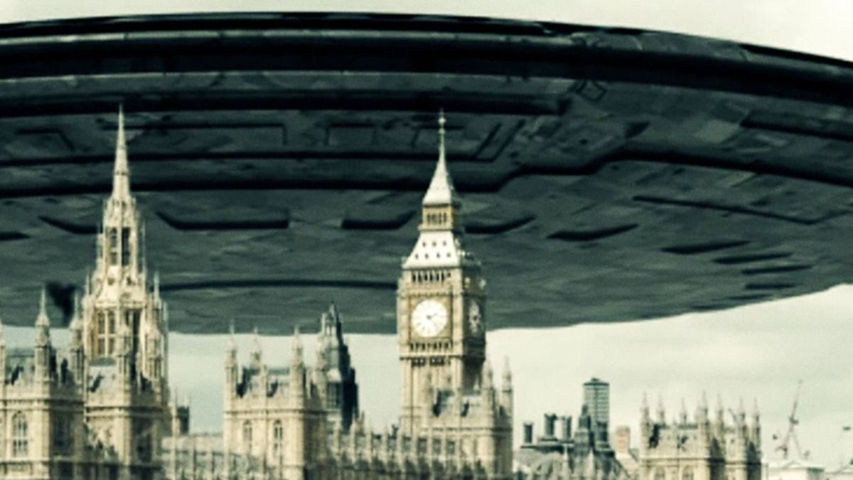 Giant UFO Mothership over Houses of Parliament London June 2015 !