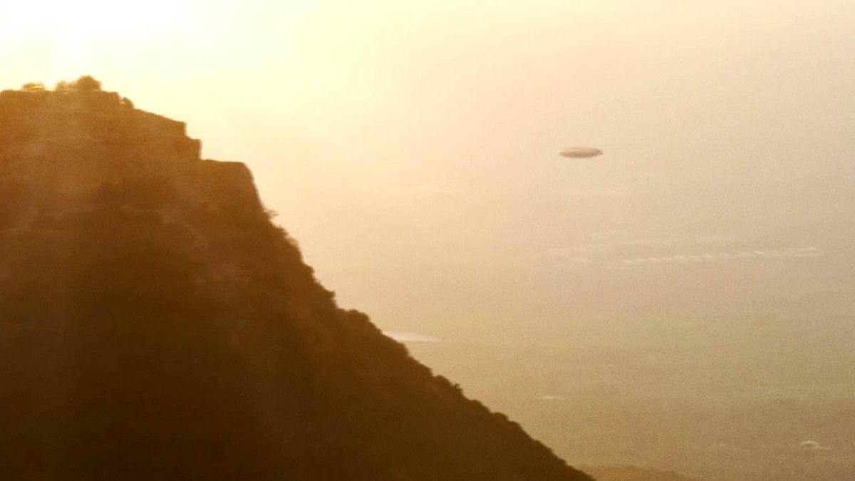 Mysterious UFO flying over Nimrod Fortress ISRAEL - September 2015 !!!