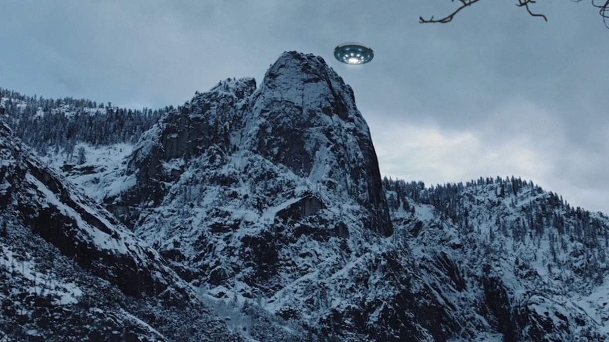 Disc-shaped UFO over Romsdalen Valley - NORWAY ! March 2016