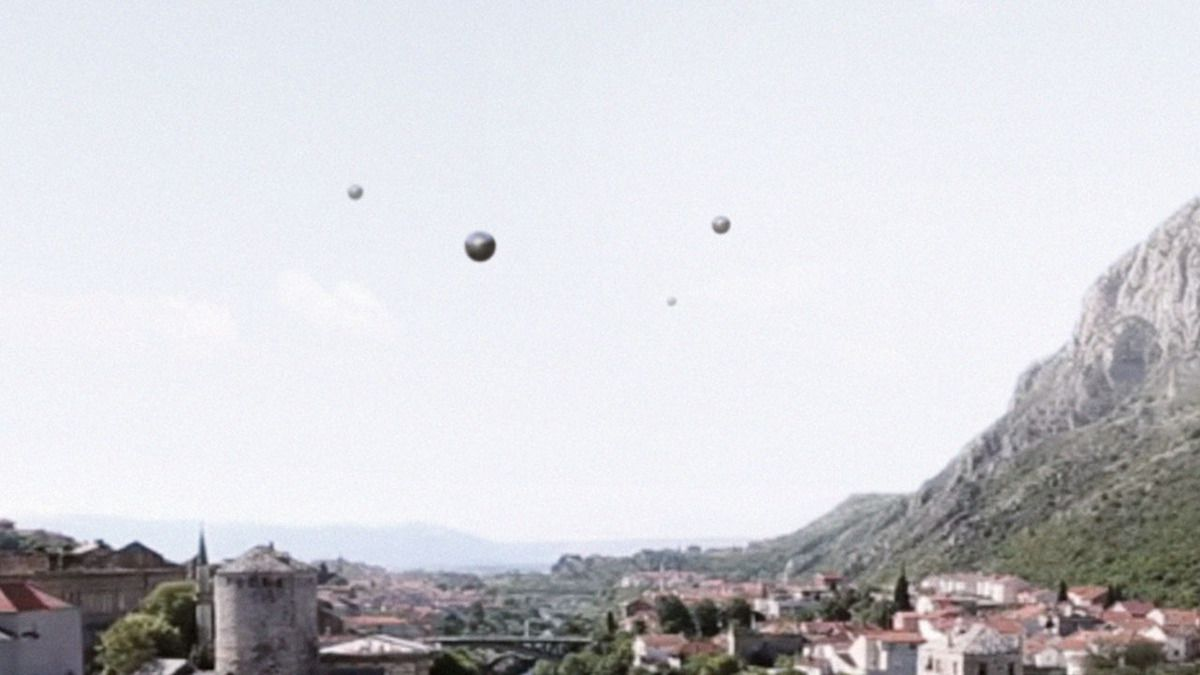 SPHERE UFOs fly over BOSNIA !!! April 2016