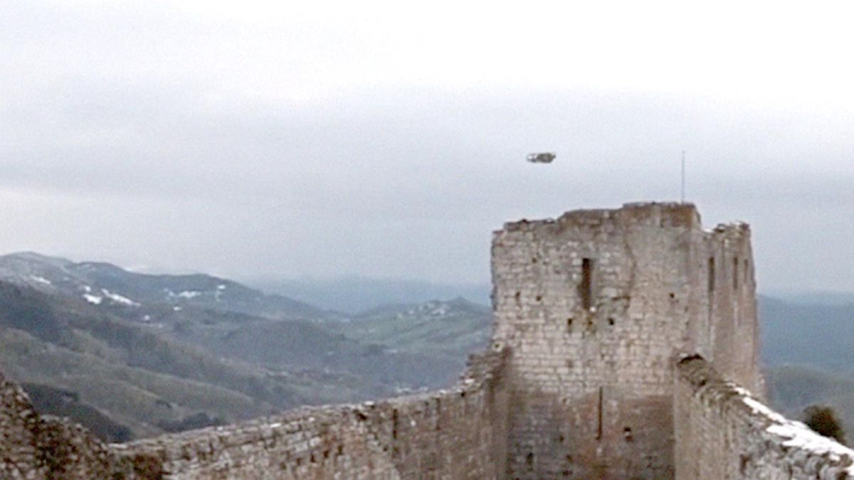 UFO SIGHTING spotted over Montsegur Castle - France !!! Febr 2016