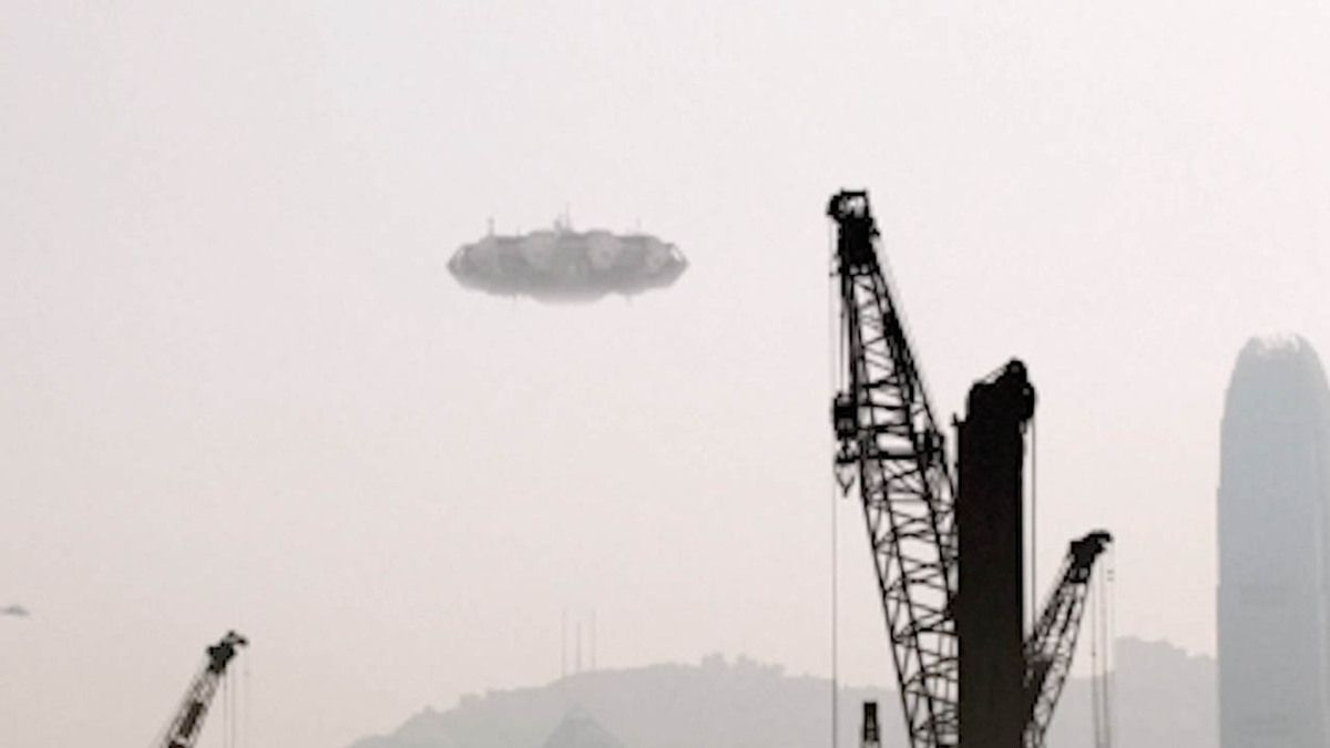 Huge UFO hovered in the sky over SHANGHAI !!! July 2016