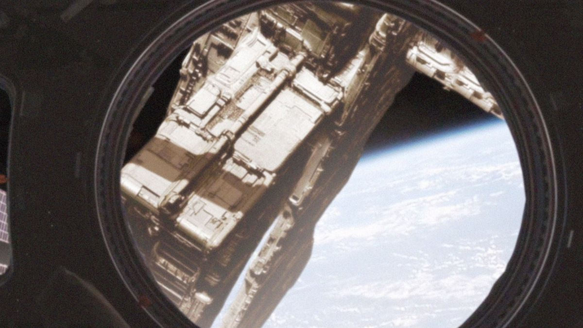 Giant alien Megastructure filmed near ISS !!! October 2016