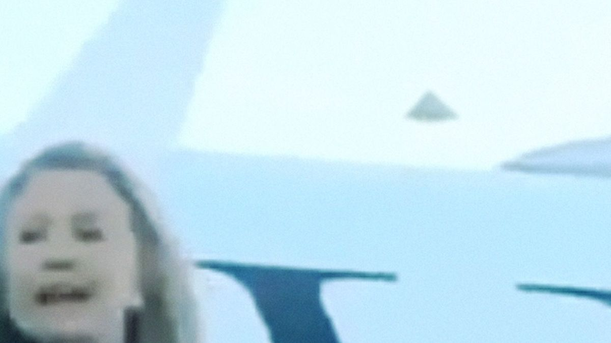 Strange UFO sigthing during HILLARY CLINTON travel 2013 !
