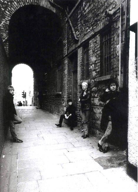 U2 dans une ruelle à Dublin 1980