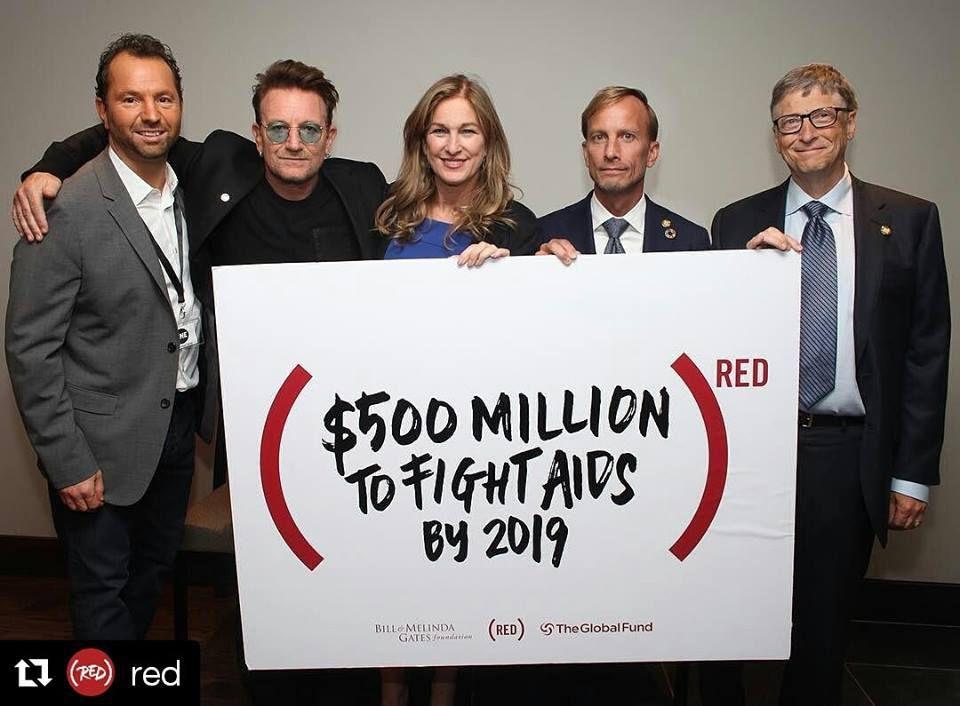 Bono au Canada pour le combat du SIDA lors de la conférence de Montréal.