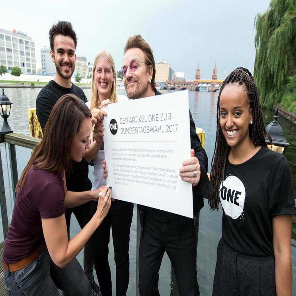 Bono et Carolin Kebekus à Berlin -12-07-2017