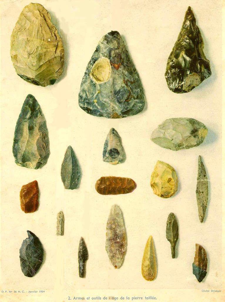 """Outils du paléolithique moyen et supérieur / Photos en  couleurs """"façon aquarelle"""" de Draeger 1954"""