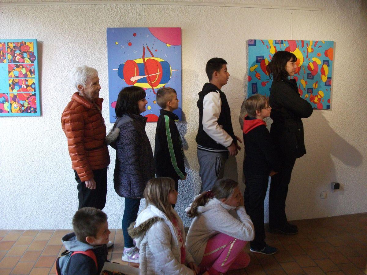 """visite de la CLIS de l'école primaire du Boulou lors de l'expo de Michel Pagnoux """"explorateur du cosmos"""" en avril 2015 !"""