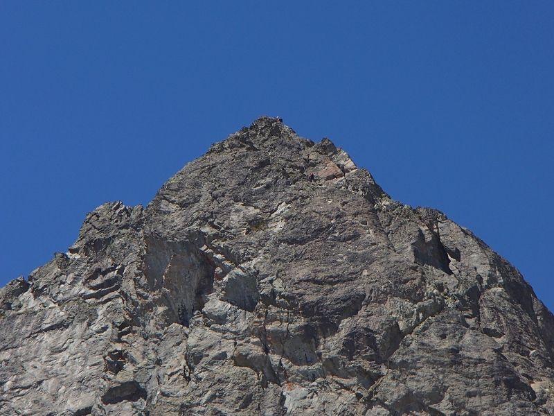 """La voie """"gaspard"""" et une cordée vers le sommet ."""