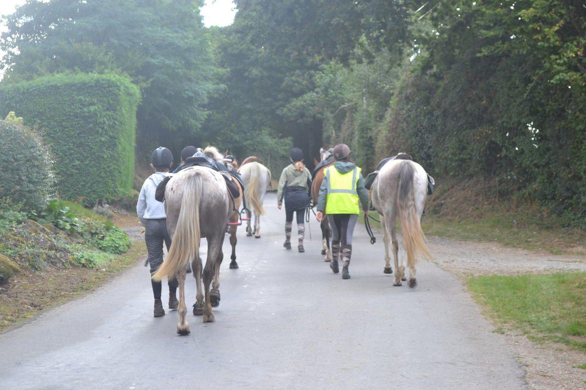 Arrivée des cavaliers depuis le GR22