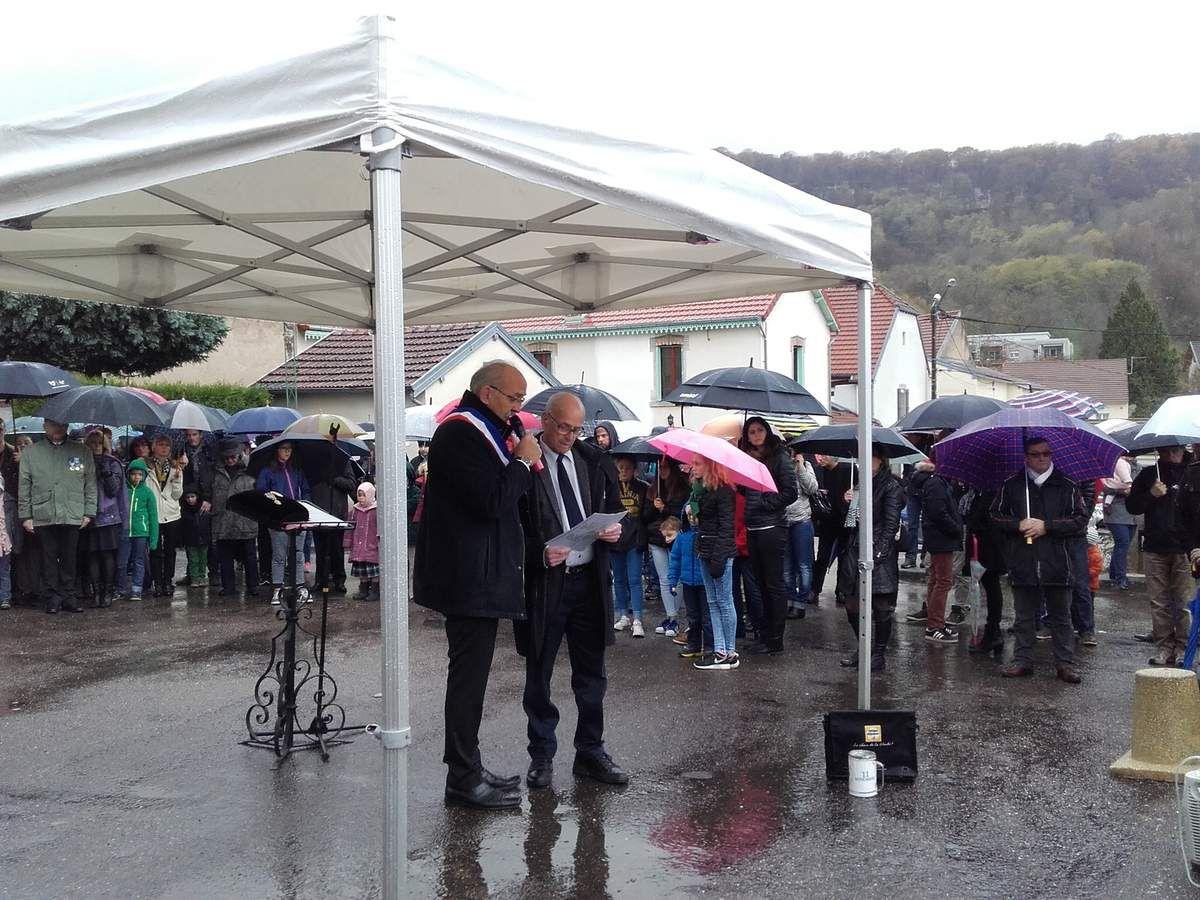 Lecture des Morts pour la France par le Maire Serge Vieille et Michel Drouhin