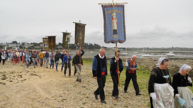 Une exposition exceptionnelle de vêtements liturgiques et costumes bretons
