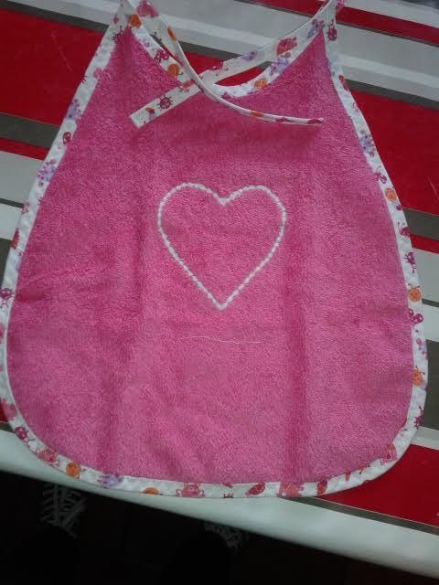 bavoir  pour une naissance a venir  tout dans le rose broderie machine  bavoir fait  entièrement par mes petites mains