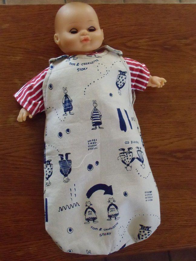 diverses tenues pour le poupon d'Isia une petit fille de 2 ans  dans divers tissus  taille 40 cm  dernière photo vu d'essemble