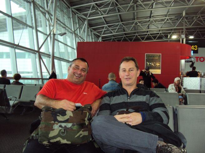 Mr Roinet et Mr Brogiato prêts pour le départ à l'aéroport de Bruxelles National.