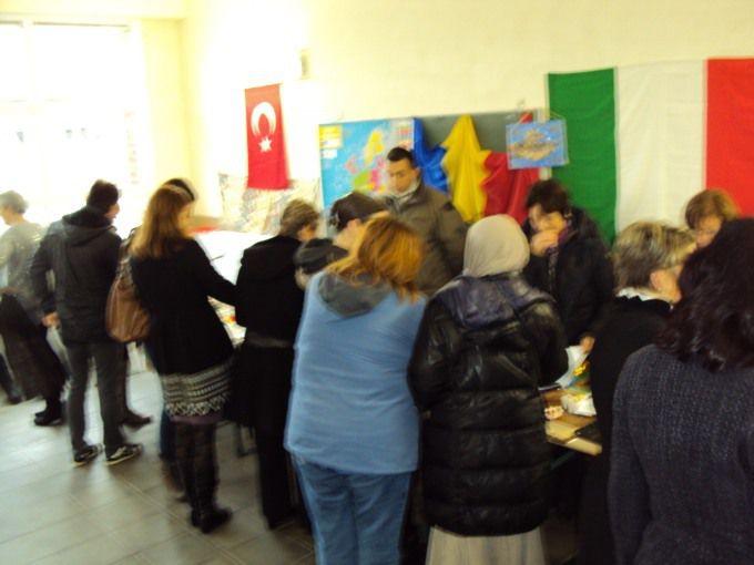 Stand des pays participants et visite des enfants et des parents.
