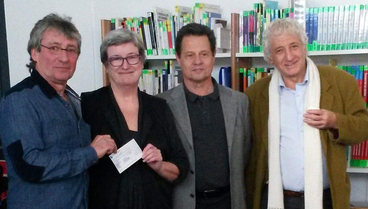 Remise du chèque 2015 à la présidente des Restos de la Haute Garonne par le président de Méca Coeur.