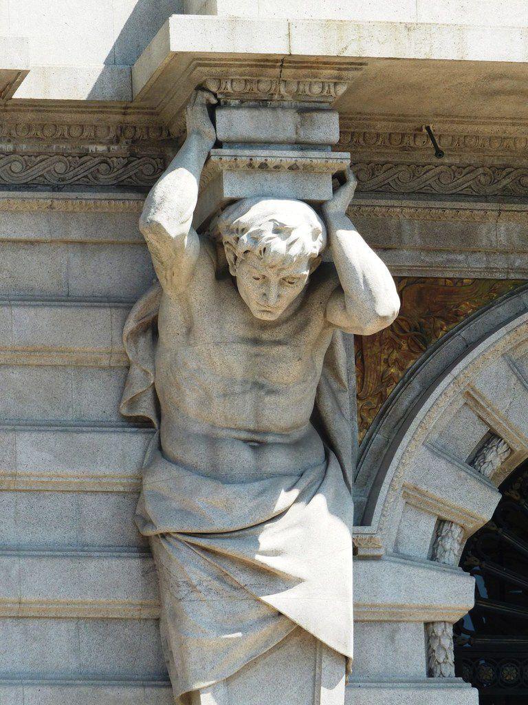 Avenida dos aliados, la mairie de Porto et les façades belle époque