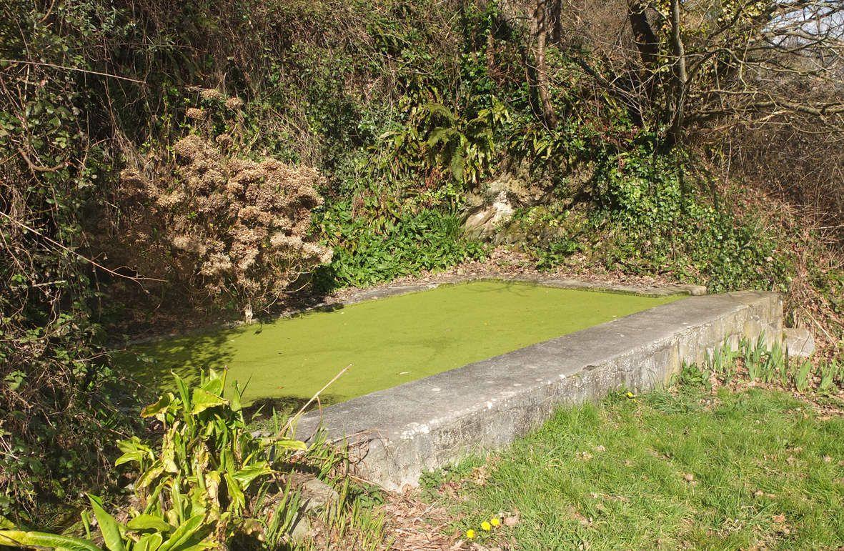 PLOUEGAT-GUERAND : Lavoir de Pont Menou