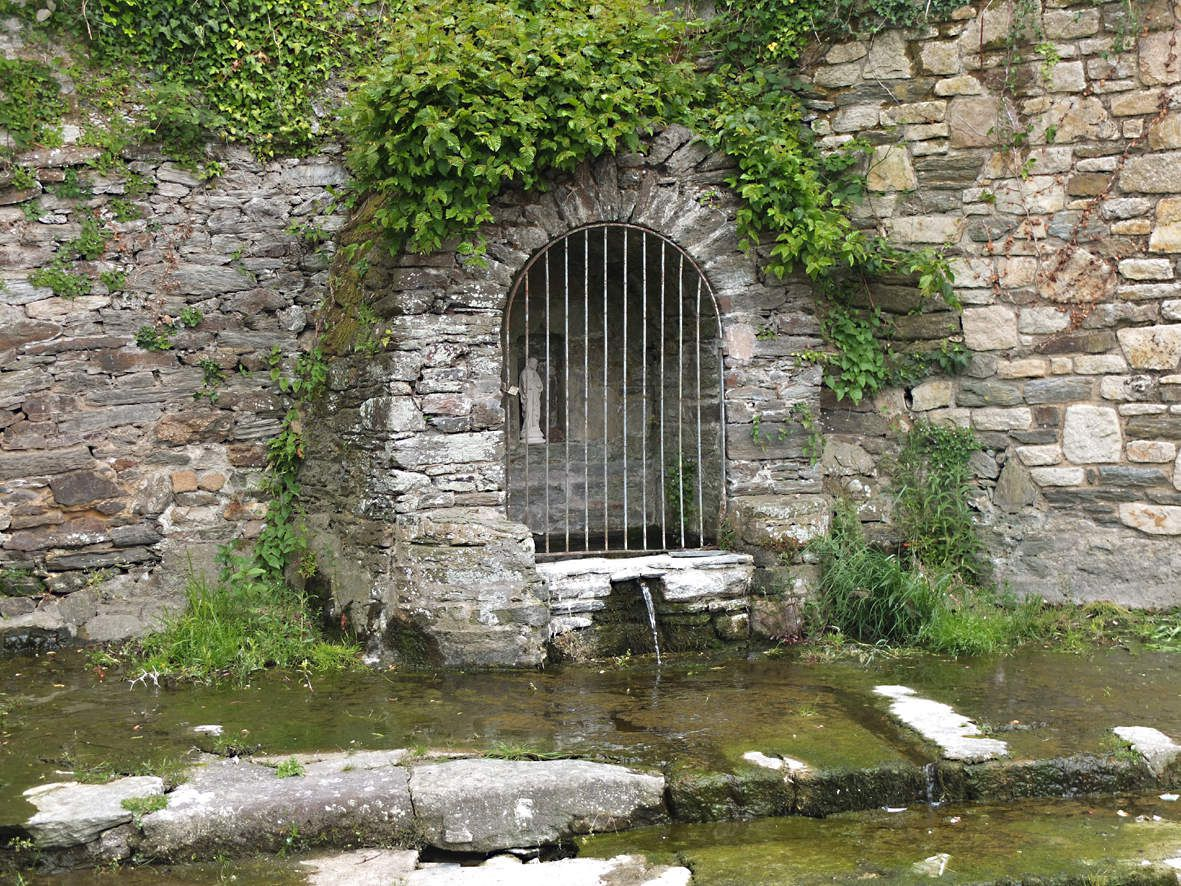 TAULE : Fontaine Notre-Dame
