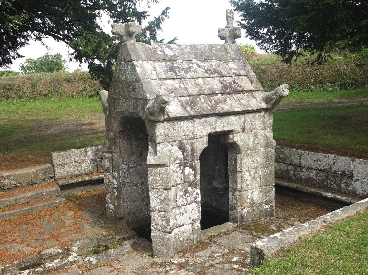 PLOUZELAMBRE : Fontaine Saint-Sylvestre