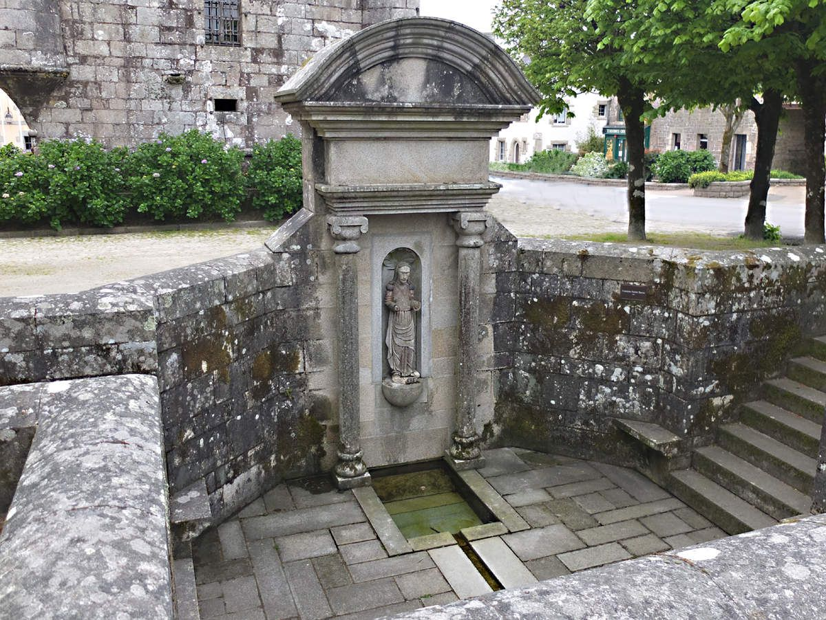 GUERLESQUIN : Fontaine Sainte-Barbe