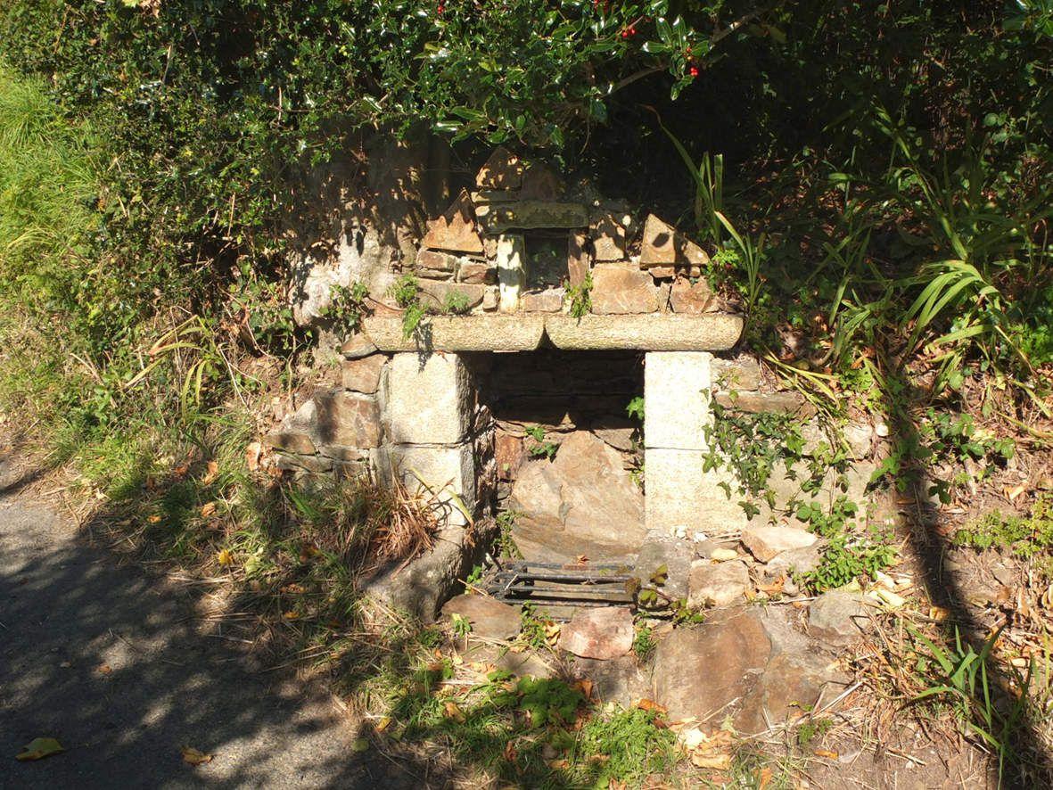 LANNION : Fontaine de Saint-Nicodème