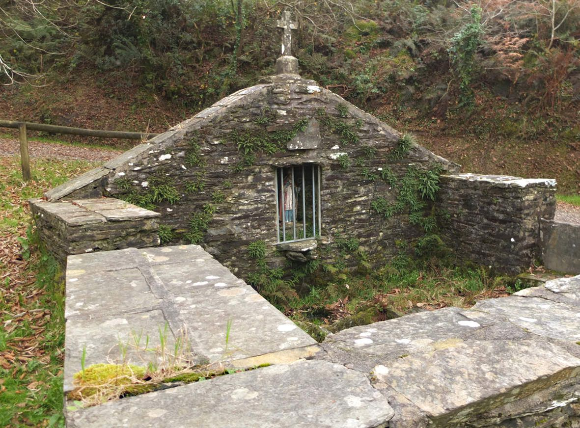 SIZUN : Fontaine Saint-Cadou