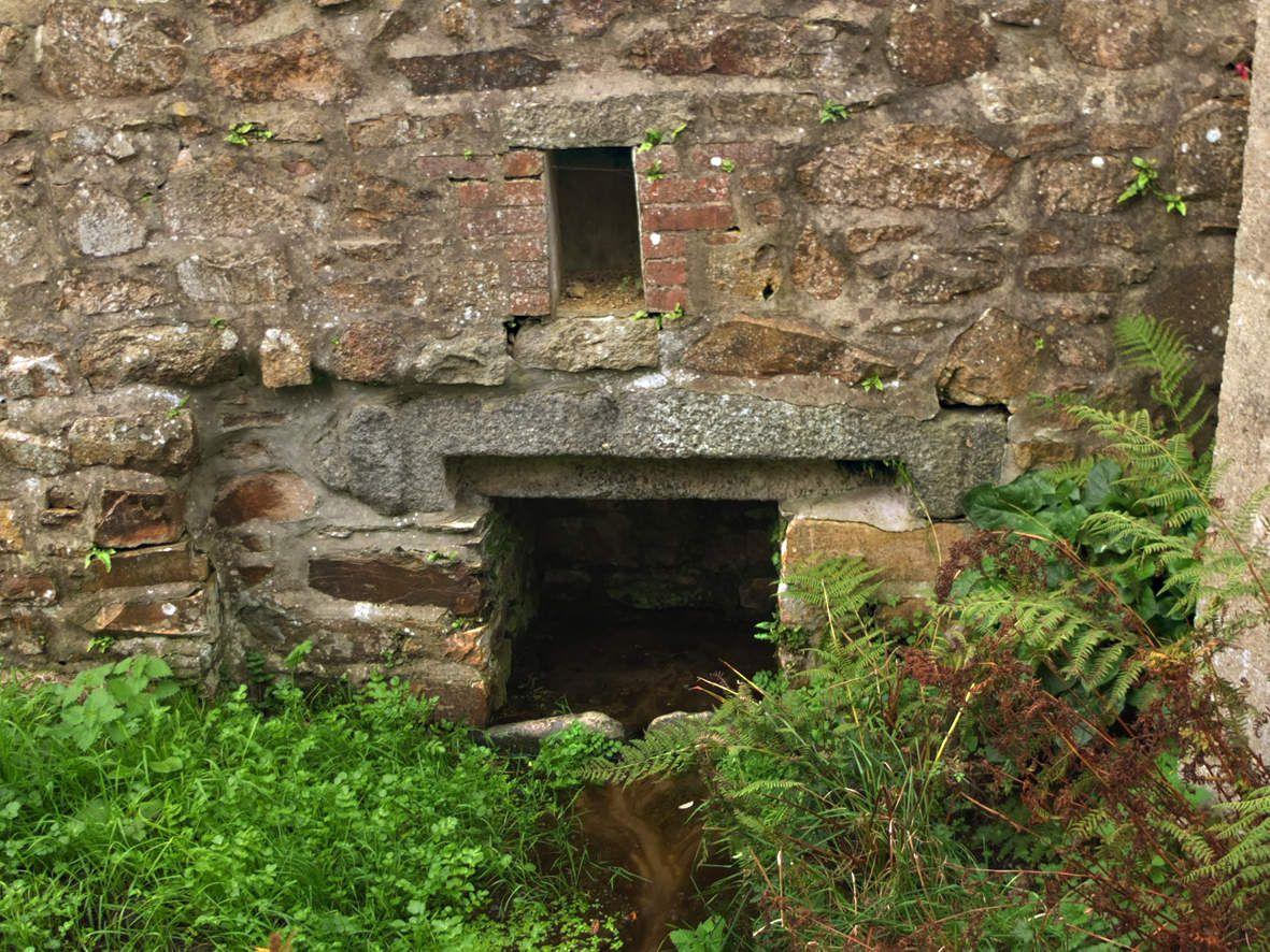 LANNION : Fontaine de gwazh ar stivell