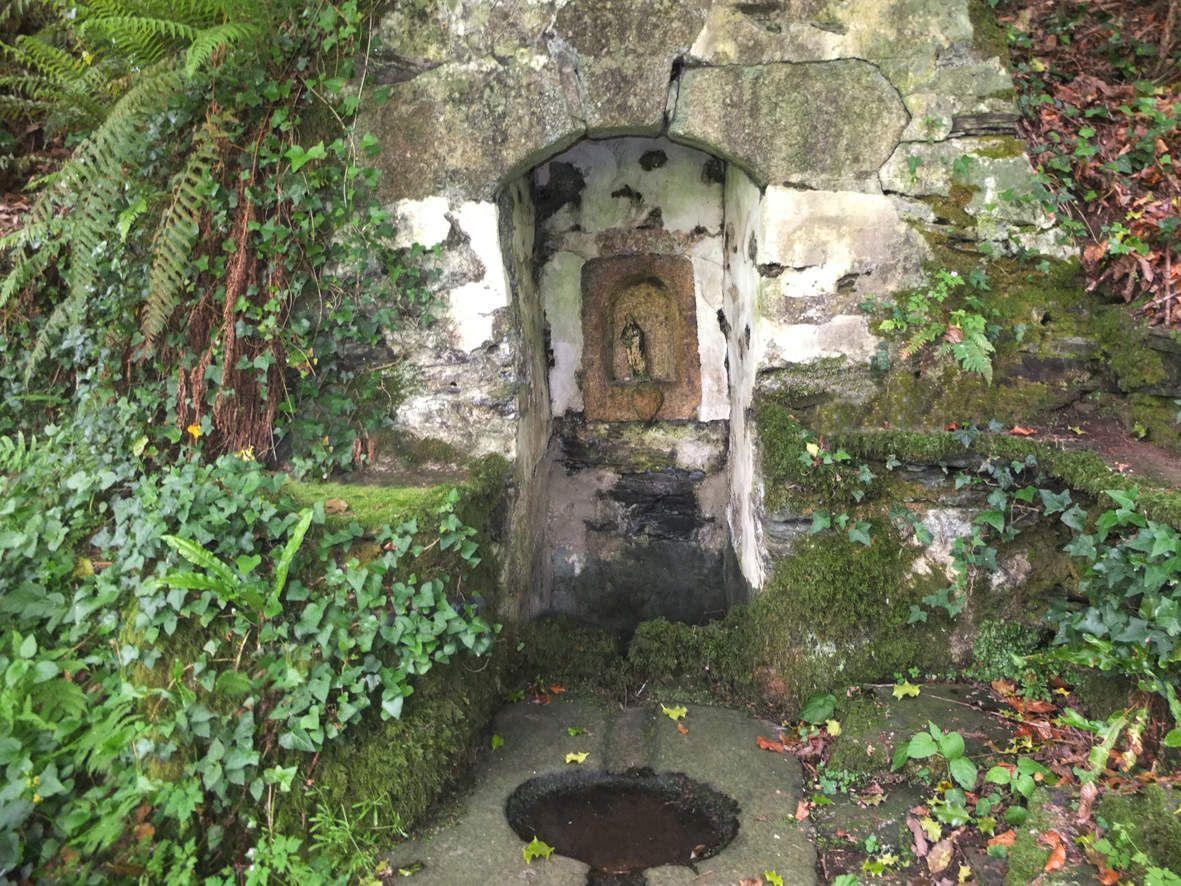 PLOUEGAT-GUERAND :  Fontaine Saint-Yves